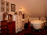 B&B Room Complete with roll top Bath