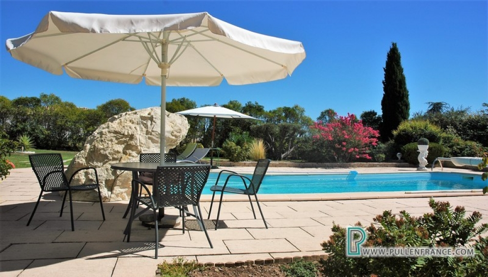 Quality Villa With Large Garden, Pool And Studio Apartment In The Minervois