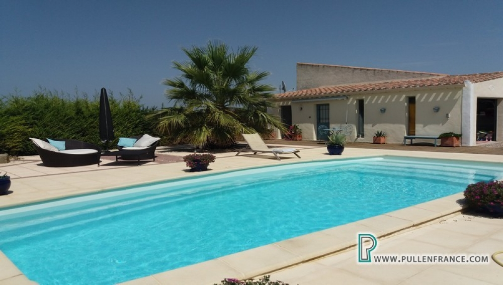 Excellent Modern Villa With Stunning Garden, Private Pool And Studio In Azille