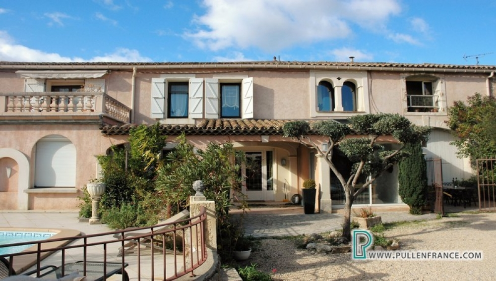 Unique Substantial Home With Garden And Pool In Busy Canal Du Midi Village