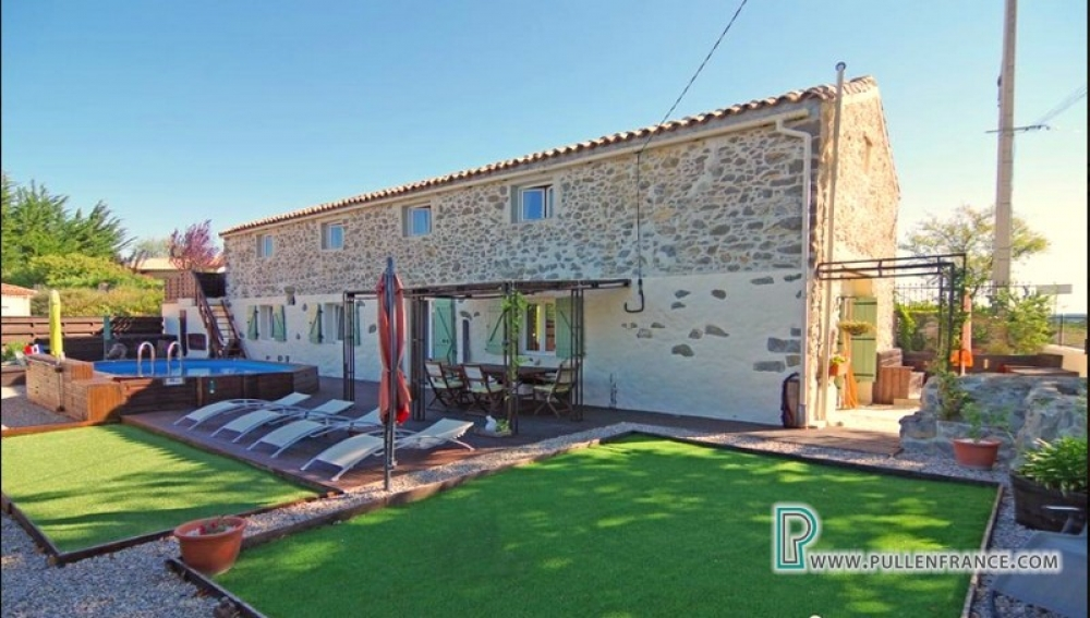 Beautiful Barn Conversion With Pool And Views In The Minervois