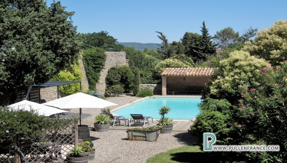 Detached Maison De Maitre With Secluded Garden And Pool In Lively Minervois Village