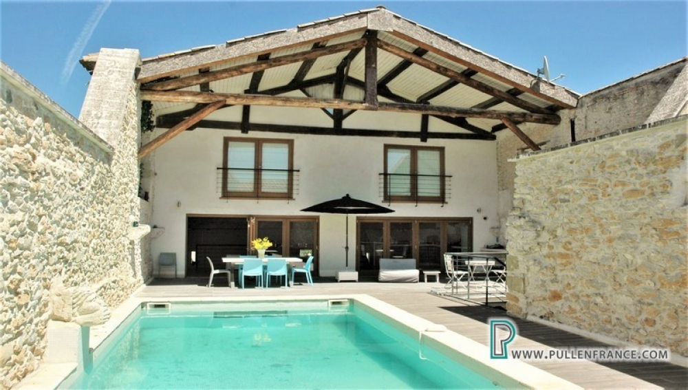 Exceptional Contemporary Barn Conversion In Busy Village Close To Narbonne