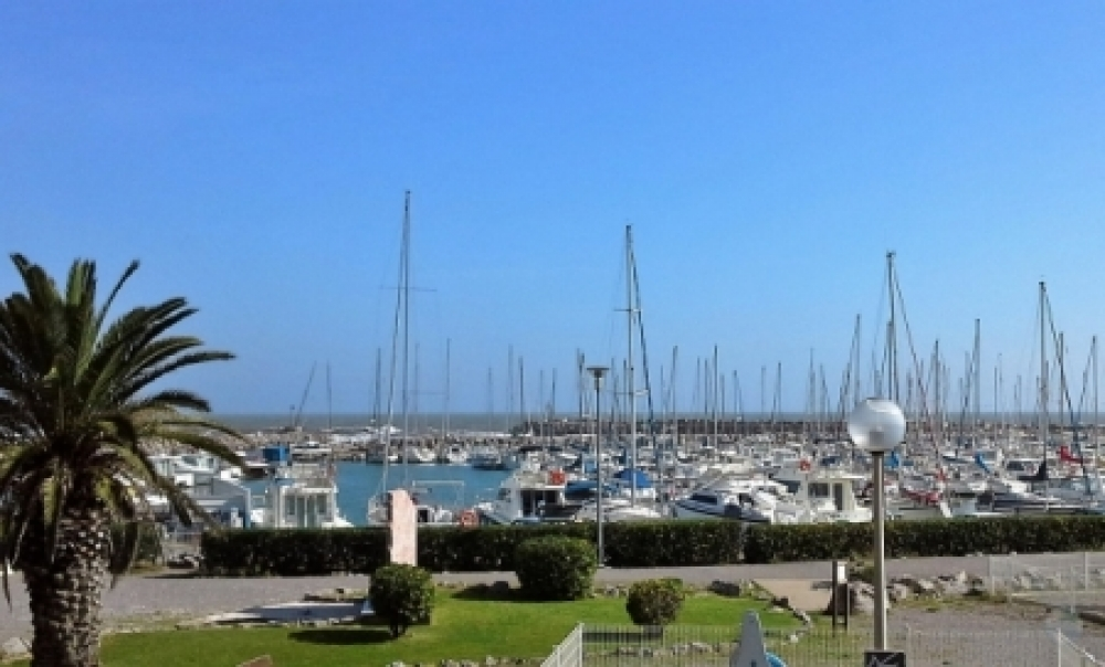 Furnished 2-bed Apartment with Amazing Views, Beside the Mediterranean Sea in Narbonne-Plage, Aude, France