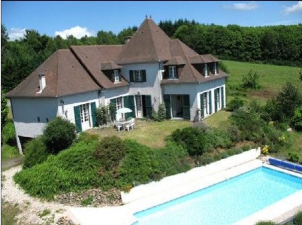 Holiday Villa with Heated Pool in Correze, FOR SALE