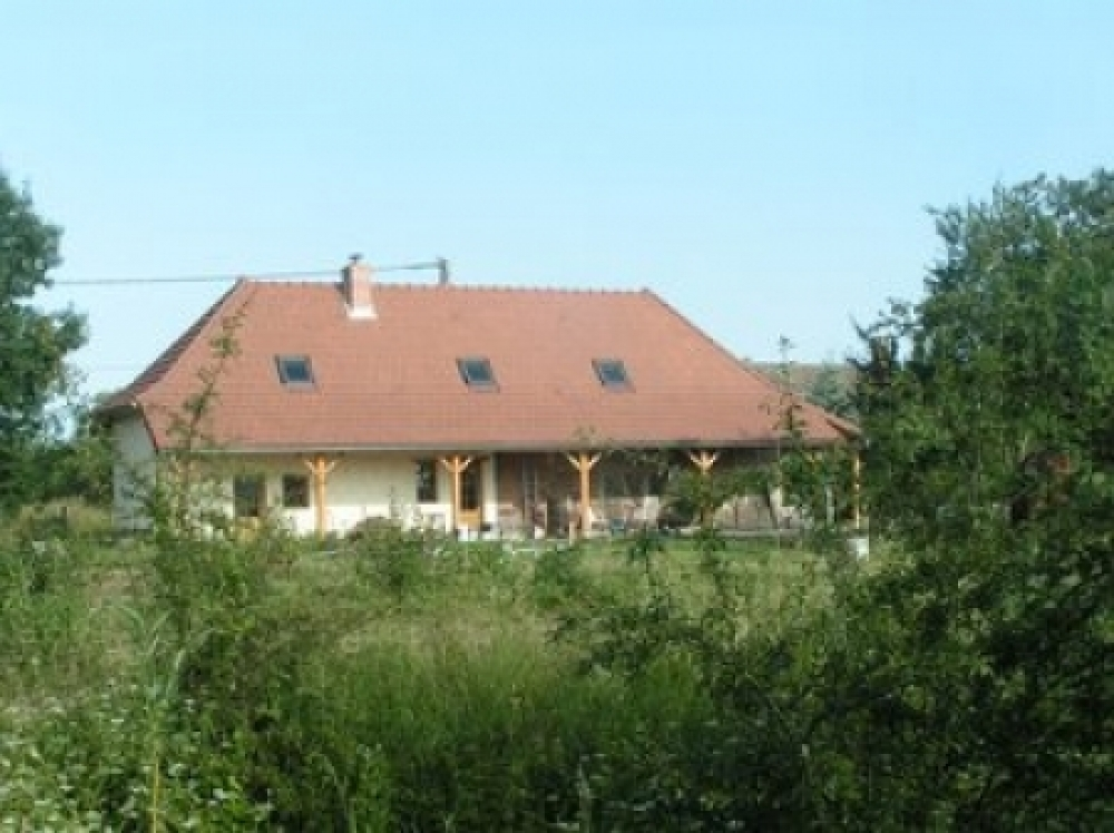Spacious 3 Bedroom Farmhouse For Sale in the neighbourhood of Chalon sur Saone, Burgundy, France