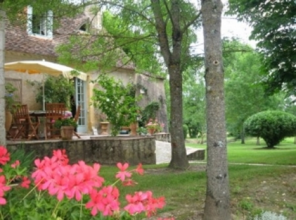 Villereal Holiday Farmhouse For Sale, France / Private Gardens, Pool