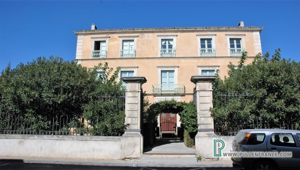 Superb One Bedroom Apartment In Period Property With Communal Pool In Olonzac, Herault