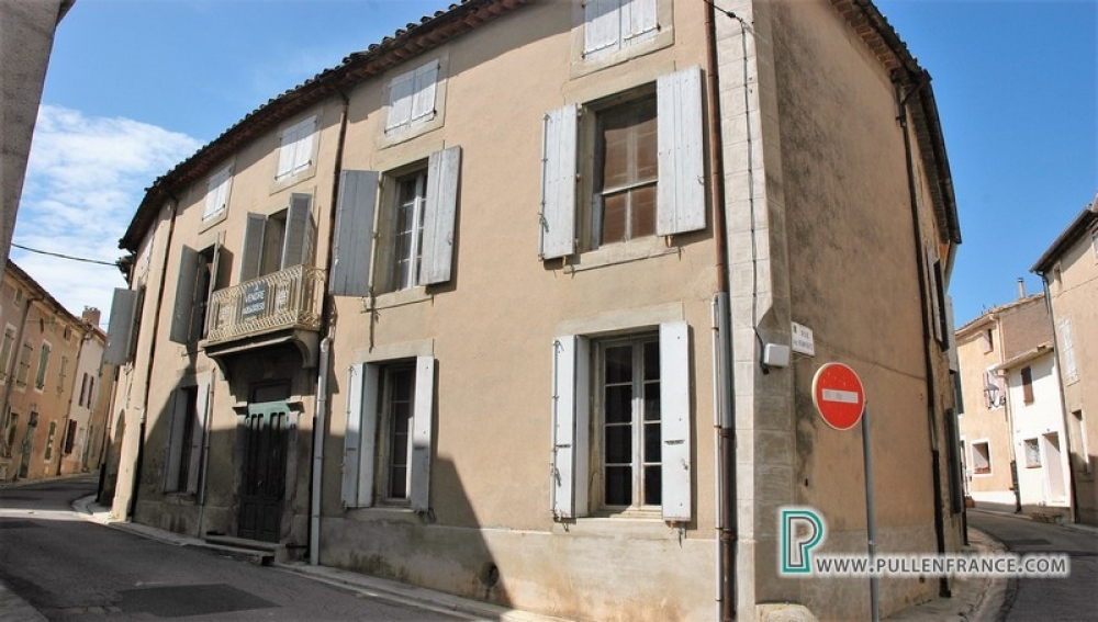 Traditional Village Property With Courtyard In The Bustling Minervois Village Of Ginestas