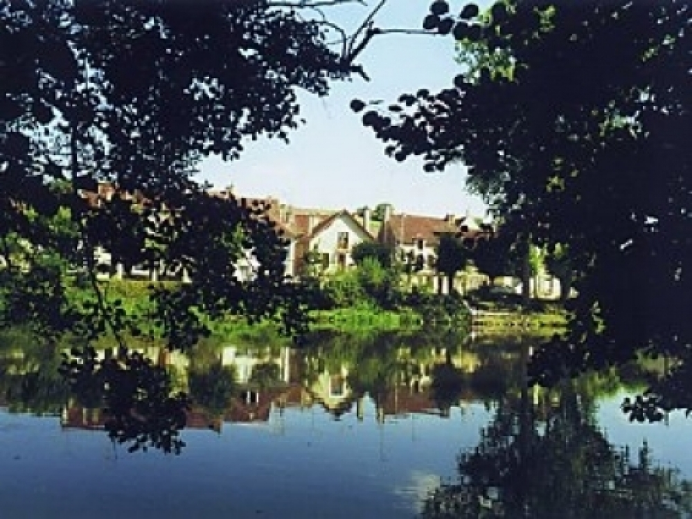 Burgundy Village House Overlooking River Yonne, Vincelottes, Near Auxerre