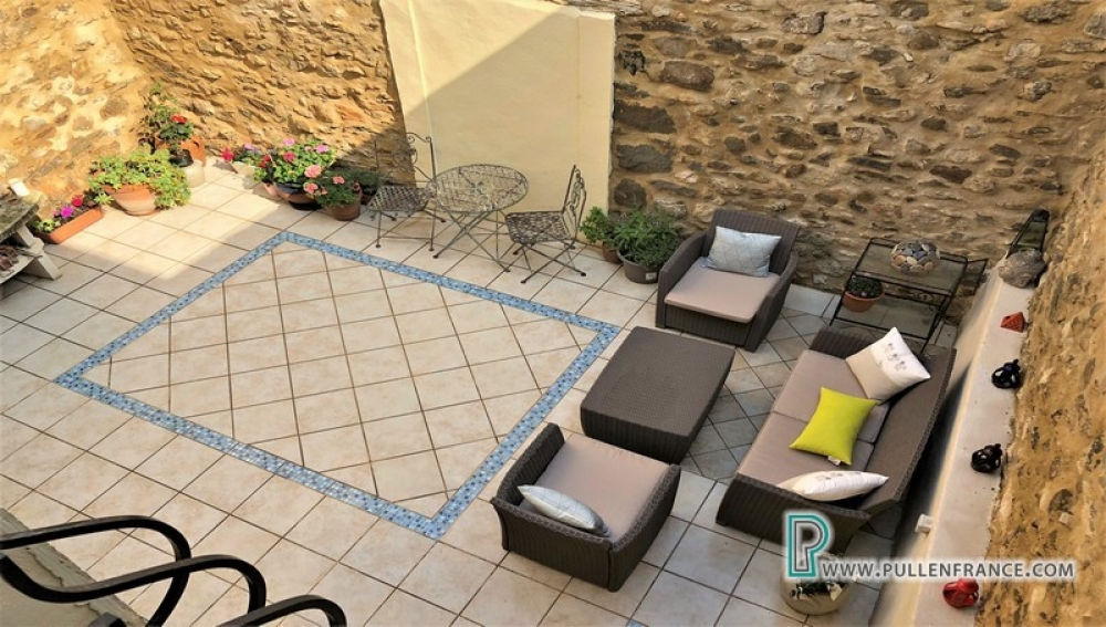 Immaculate and Spacious Village House With Private Courtyard In Canal Du Midi Village